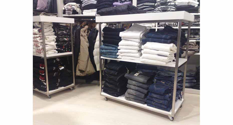 scaffali-allestimento-negozio-abbigliamento-2-web
