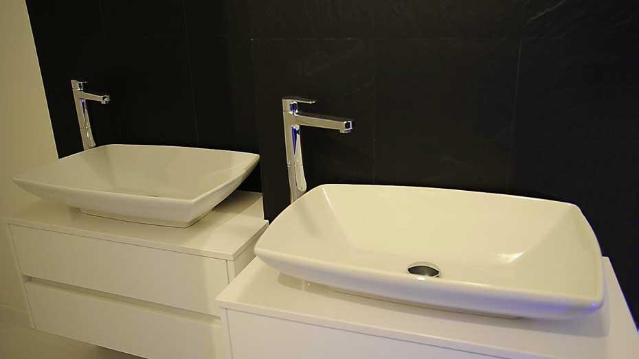 appartamento-minimal-lavandini-bagno