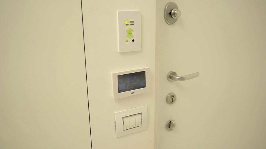 appartamento-minimal-touchscreen-1